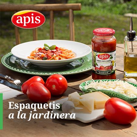 Espaguetis con tomate frito casero